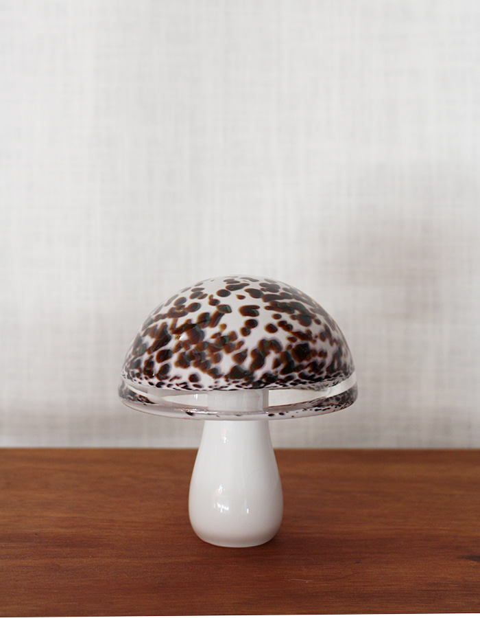 wedgwood) art glass mushroom paperweight