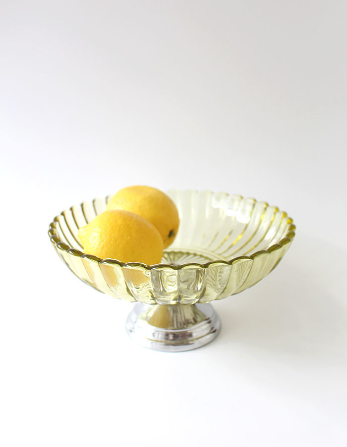 vintage) lime green glass bowl