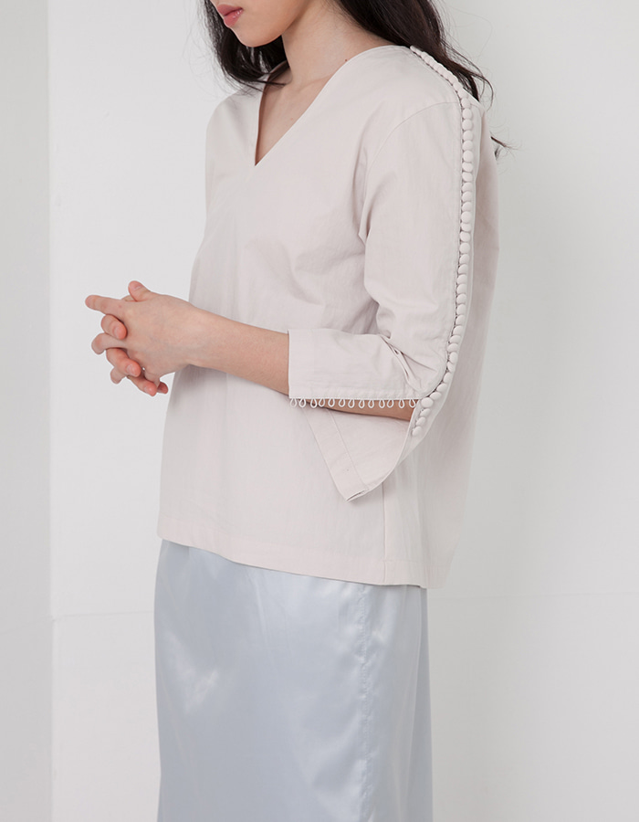 halominium) button and loop blouse - sand