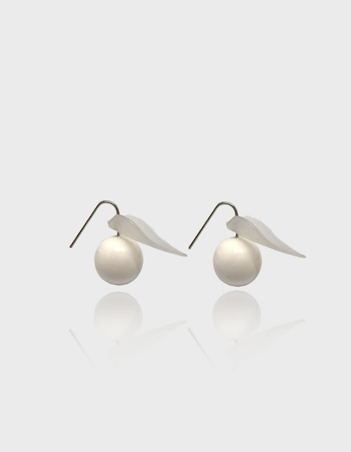 lebleu) white leaf earring - 재입고