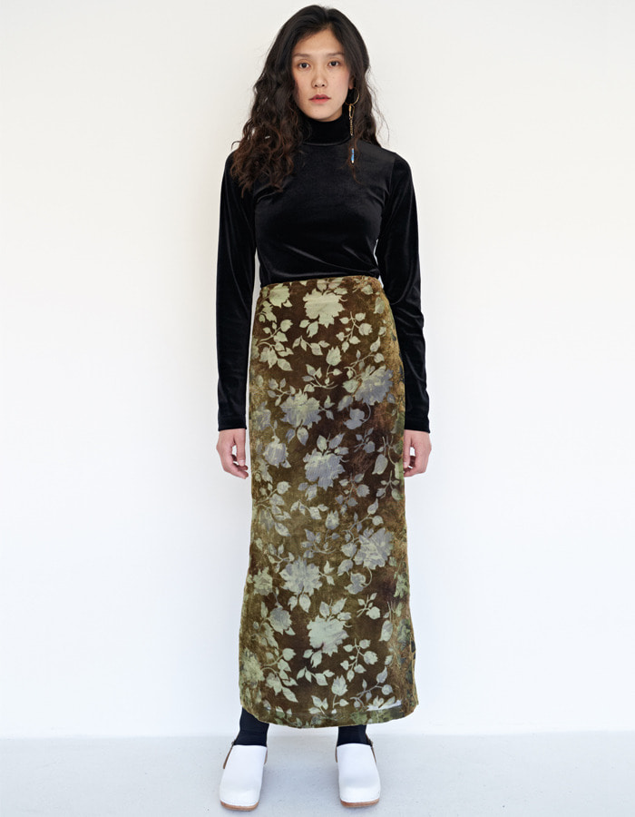 teak)  Flower velvet burnout long skirt