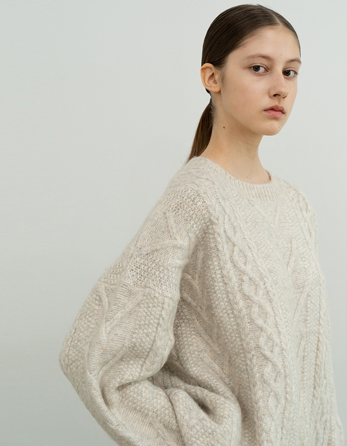 RE RHEE) CREW NECK CABLE KNIT SWEATER TOP