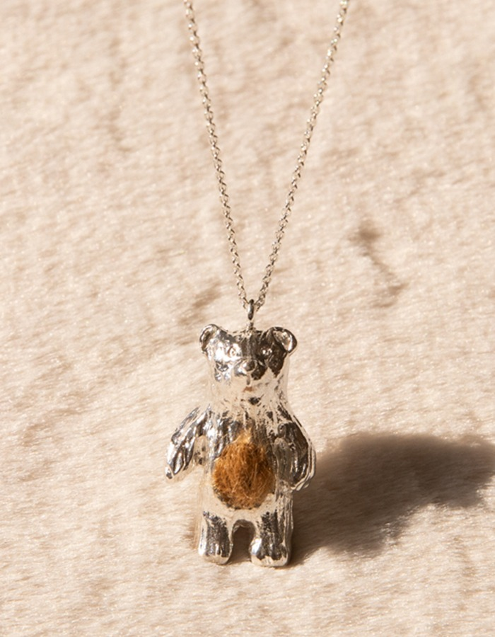 ae)  Bear necklace