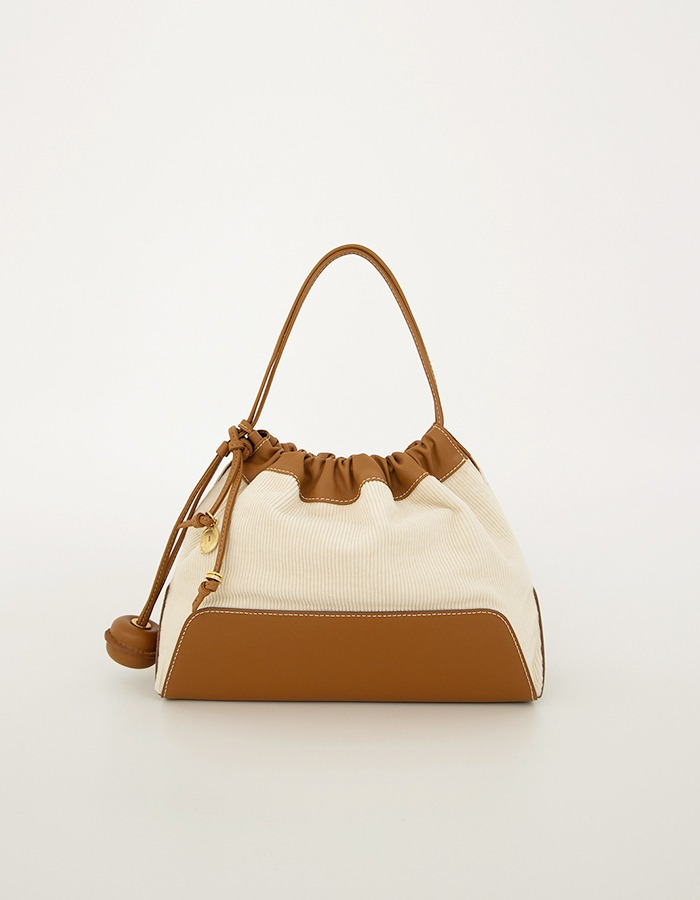 kroei) BALL STRING BAG (LIGHT TAN)